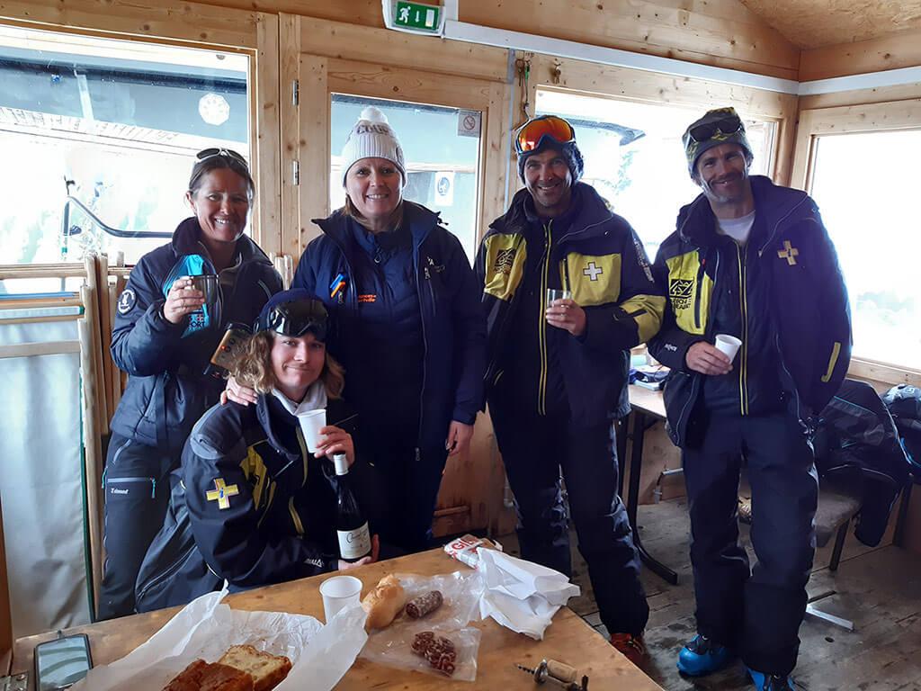 Equipe Arly Ambulance pause casse croute en montagne